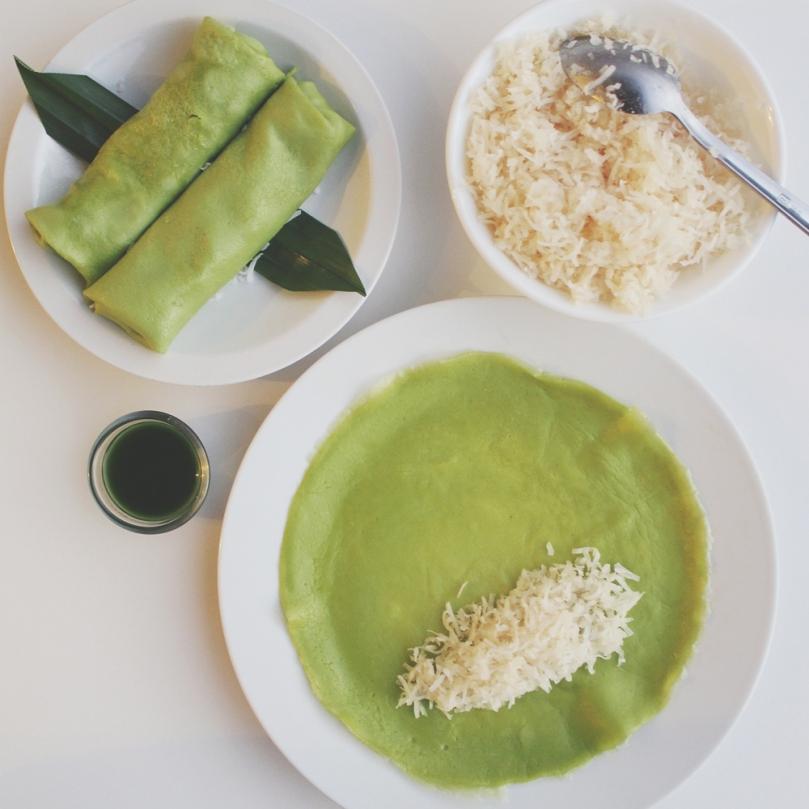 Kueh Ketayap (Pandan Crêpes with Coconut filling)