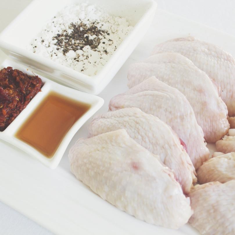 Tom Yum Gài Tôt (ต้มยำ ไก่ทอด) Ingredients