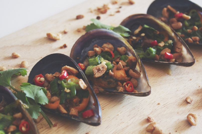 Sò Lông Nướng Mỡ Hành (Grilled Mussels with Buttered Green Onions)