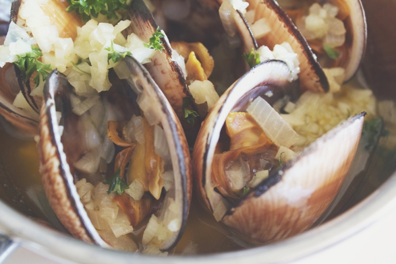 Garlic Butter Flame Clams