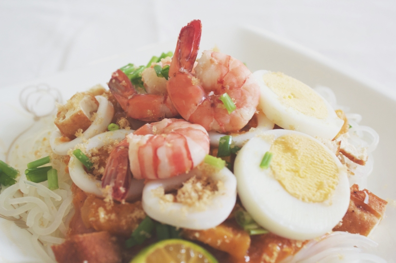 Pancit Palabok (Filipino Style Noodles with Prawn Gravy)