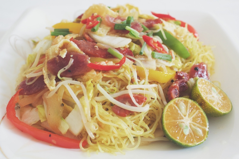 Singapore Mei Fun (Fried Rice Vermicelli Noodles in Curry Powder)