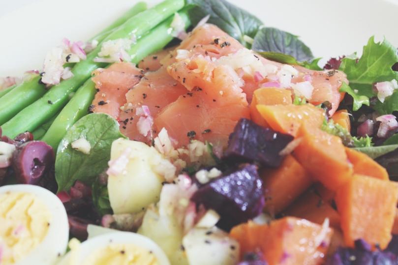 Salade Niçoise du Saumon Fumé