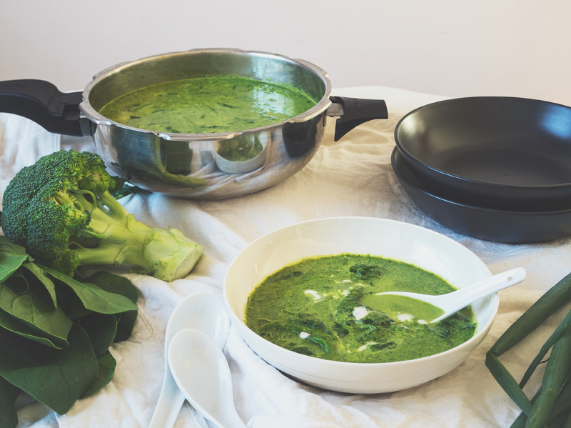 Spinach, Broccoli & Thai Green Curry Soup