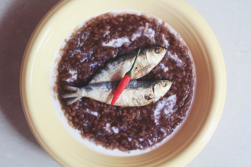 Classic Champorado (Chocolate Rice Porridge)
