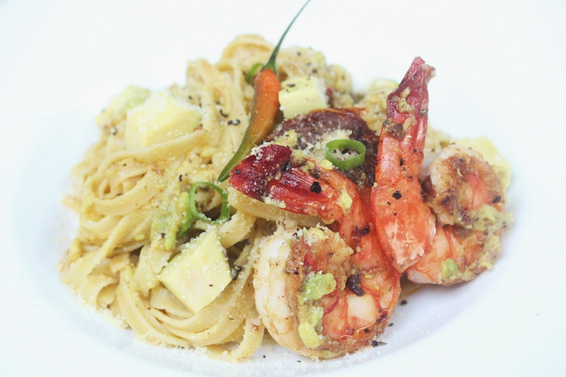 Spicy Garlic Prawn & Avocado Fettuccine