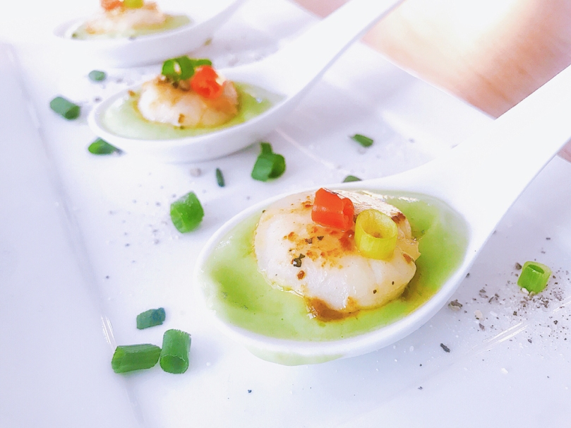 Seared Lemon Butter Scallops With Avocado Sauce