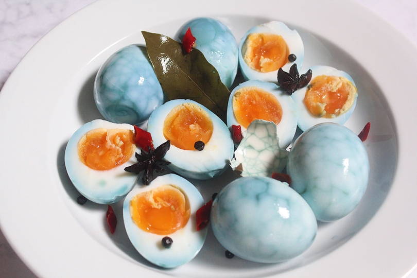 Chinese Blue Tea Eggs (茶叶蛋)
