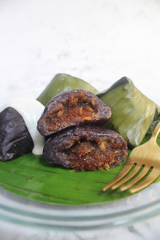 Kuih Koci Gula Kelapa (Glutinous Rice Cake with Coconut Filling)