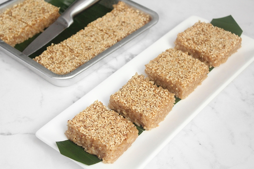 Num Treap (Sticky Rice with Sesame Seeds)