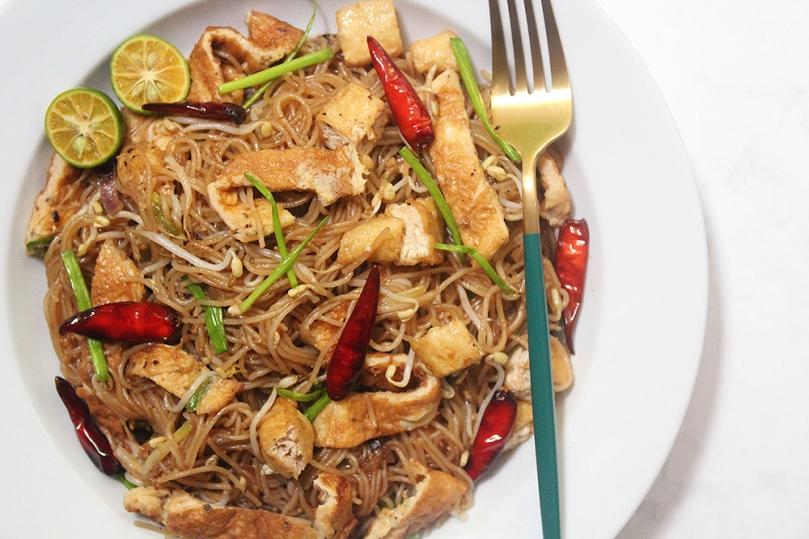 Khua Mee (Fried & Caramelised Rice Noodles)