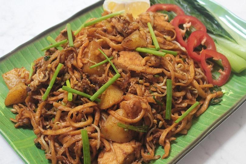 Mee Goreng Mamak (Mamak-style Stir-Fried Noodles)