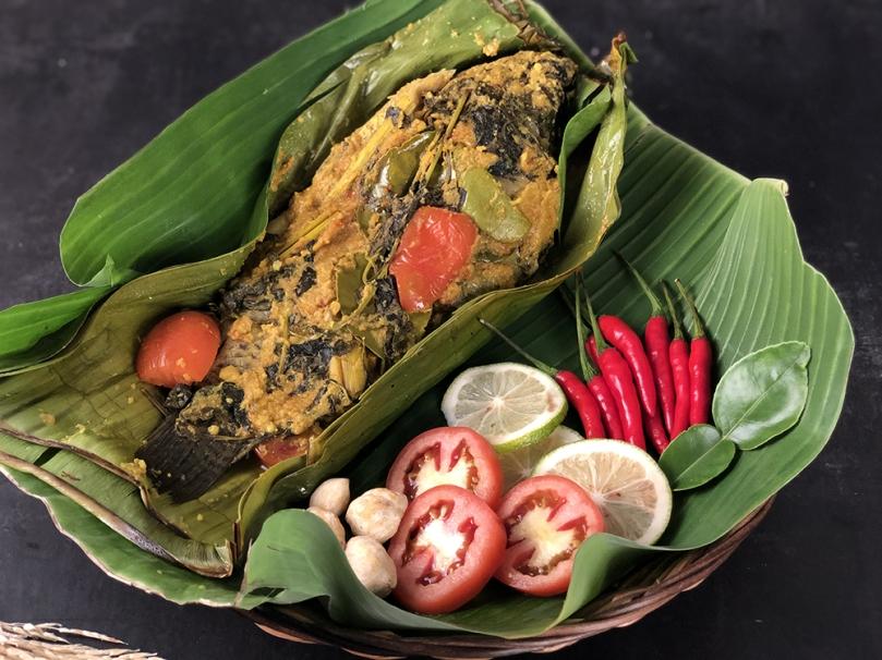 Pepes Ikan (Fish in Banana Leaves)